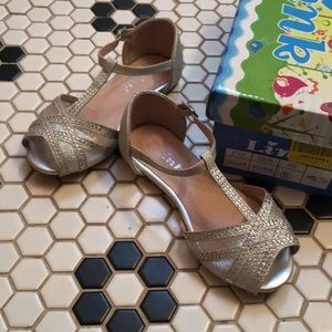 Very pretty toddler girl shoes size 9